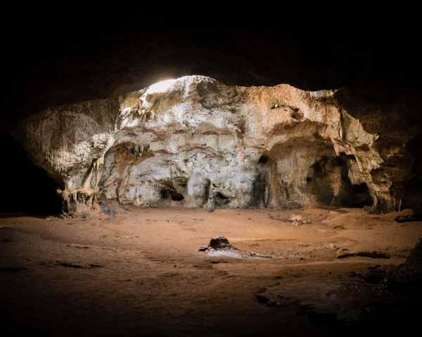 Espeleología en cuevas asturianas con Aipol Aventura