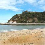 Vista desde la Playa de Santa Marina de la Ermita de la Virgen de Guía y el Monte Corberu